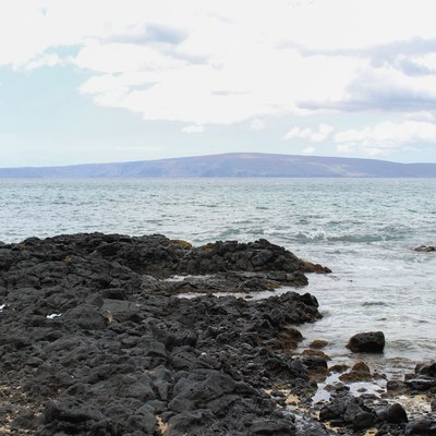 The shield volcano that forms the island of Kahoolawe in Hawaii, viewed from Makena in Maui, Hawaii, USA.