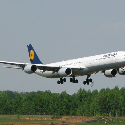 Lufthansa flight from Munich, Germany landing on runway 18C in Charlotte, NC USA (A340-600)