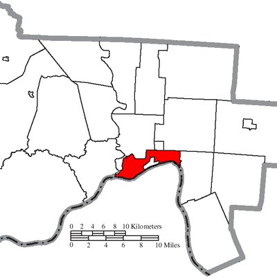 Map of the municipal and township boundaries of Scioto County, Ohio, United States, as of the 2000 census, with the location of the city of Portsmouth highlighted. Township borders are shown only in unincorporated areas in order to differentiate incorporated and unincorporated areas more clearly.