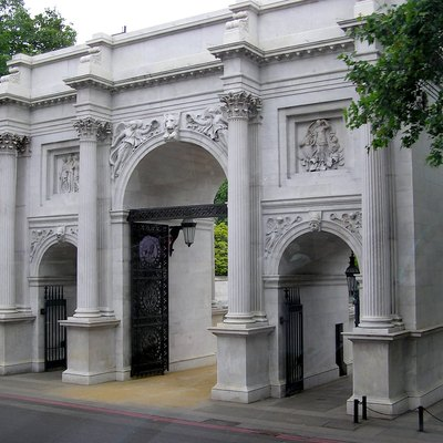 Marble Arch, London, England. Originally The Front Entrance To Buckingham Palace And Now At The End Junction Of Park Lane And Oxford Street, Which Location Is Accordingly Known As Marble Arch. Photographed By Adrian Pingstone In June 2005 (Soon After Restoration) And Released To The Public Domain.