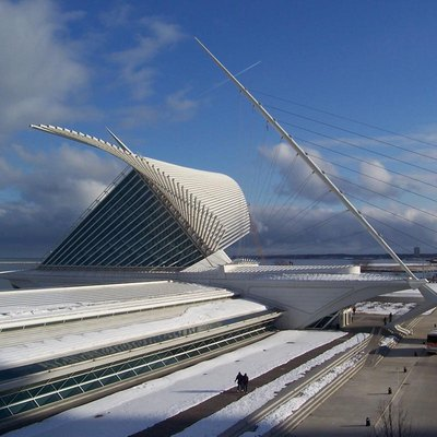 The Quadracci Pavilion of the Milwaukee Art Museum (MAM) in Milwaukee, Wisconsin. It was designed by Spanish architect Santiago Calatrava. (moved from Wikipedia to Commons)