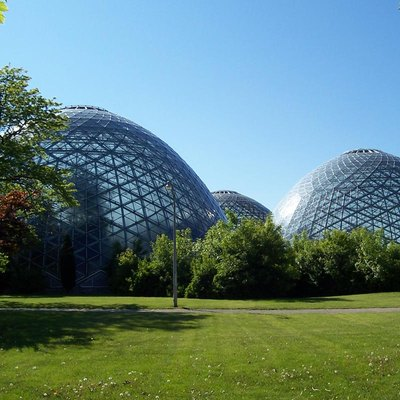 Mitchell_Park_Horticultural_Conservatory, Wisconsin, Three beehive-shaped glass domes, each with a distinct climate and setting, make up the Mitchell Park Horticultural Conservatory in Milwaukee, Wisconsin.