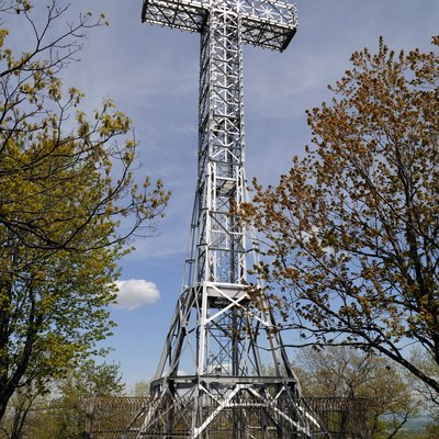 Cross on top of Mount Royal, daytime