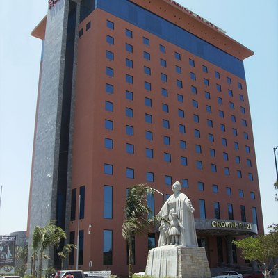 Mother's Monument and Royal Crowne plaza Building in nuevo Laredo