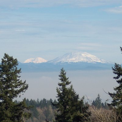 Mt. Rainier (left) and Mt. St Helens (right), seen from Mount Calvary Cemetery (Portland, Oregon)