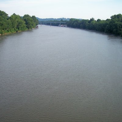 The w:Muskingum River near its mouth, as viewed upstream from the Putnam Street Bridge in downtown w:Marietta, Ohio. The bridge in the distance carries w:Ohio State Route 7.