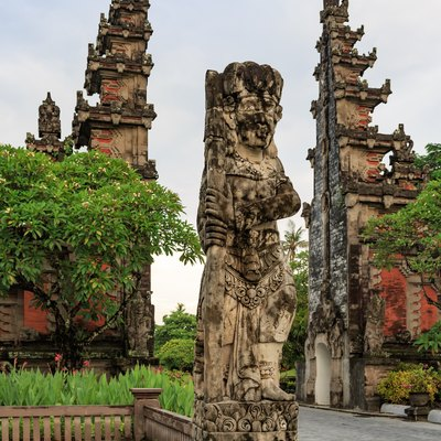 Nusa Dua, Bali, Indonesia: Traditional statute in front of the northern gate of the Nusa Dua area