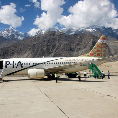 Pakistan International Airlines boeing 737-300 At Skardu Airport In The Pakistani Mountains.