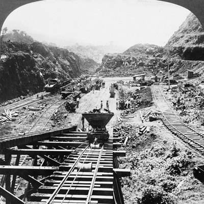 Excavation and removal of dirt at the Culebra Cut, Panama Canal