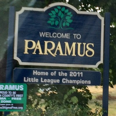 The Paramus Welcome sign.