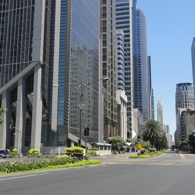View of Ayala Avenue (facing eastbound) in Makati Central Business District, near GT Tower (2015-04-03)