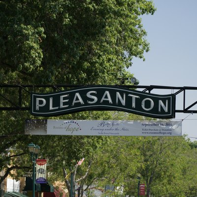 Sign appearing on the Main Street of Pleasanton downtown.