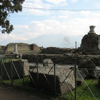 A photograph of the temple of Venus at Pompeii, taken by myself on January 16, 2006.
