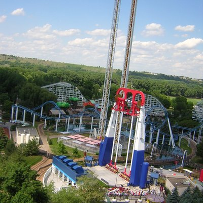 Power Tower,Extreme Swings(Ride) And Corkscrew From W:Wild Thing (Ride) Lift Hill At Cedar Fair'S Valleyfair! Amusement Park In Shakopee, Minnesota, Usa