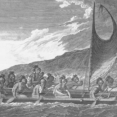 Priests traveling across Kealakekua bay for first contact rituals. Each helmet is a gourd, with foliage and tapa strip decoration. A feather surrounded akua is in the arms of the priest at the center of the engraving. It is not known what the purpose of the ritual surrounding first contact with Westerners was.