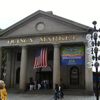Photo of West facing entrance to Quincy Market in Boston in 2007