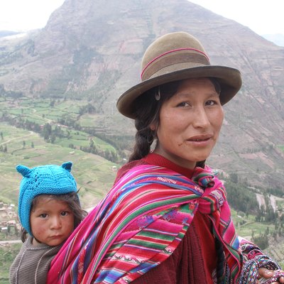 An Amerindian woman and child in the Sacred Valley, Andes, Peru.