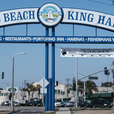 I took this photo on March 21, 2007, from the southwest end of the island formed by the intersection of PCH with 190th/Anita/Herondo & Catalina in Redondo Beach. You're looking northwest at the 2-sided landmark sign, which welcomes visitors to King Harbor.