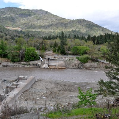 Remains of Savage Rapids Dam on the Rogue River in the U.S. state of Oregon. The dam site is 5 miles (8.0 km) upstream of Grants Pass.
