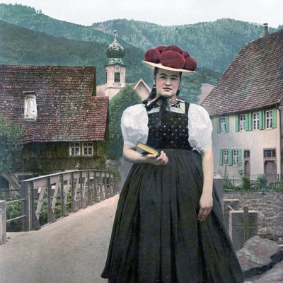 An unmarried Black Forest woman wearing a red Bollenhut (1900)