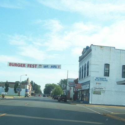 Looking south in Seymour, Wisconsin, USA on w:Wisconsin Highway 55. Banner advertises Burgerfest on August 5, 2006. Taken by myself on July 30 2006