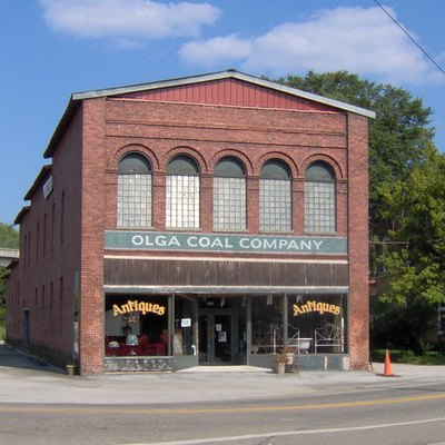 The H. Sienknecht Store in Oliver Springs, Tennessee, in the southeastern United States. The store was built in 1901-2 by Dr. Henry Sienknecht, a medical doctor and descendant of one of the German families that settled in Wartburg, Tennessee in the mid-1800s.