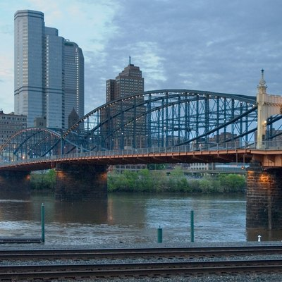 The Smithfield Bridge in Pittsburgh PA at dusk. Photo by Chuck Szmurlo taken May 4,→ 2009 using a Nikon D70 and a Nikon 18-70 lens.