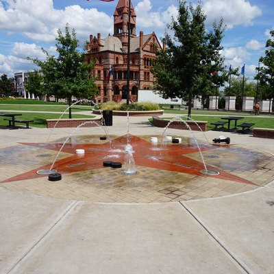 Courthouse Square in Sulphur Springs, Texas (United States).