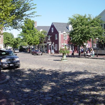 Downtown Main Street, Nantucket. Photo taken by Bobak Ha'Eri, August 2004. Please observe license and properly cite in use outside Wikipedia.