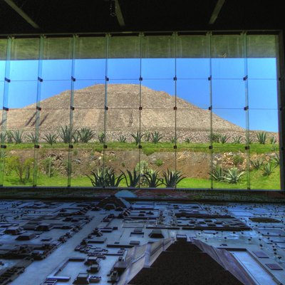 Sun Pyramid and the Teotihuacán Diorama at the museum.