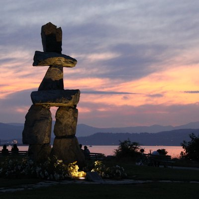 Sunset on the inuksuk at English Bay (Vancouver, Canada)