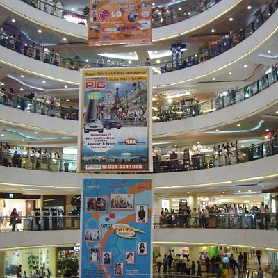 The middle of Surabaya's (Indonesia) biggest shoppingmall, Tunjungan Plaza.