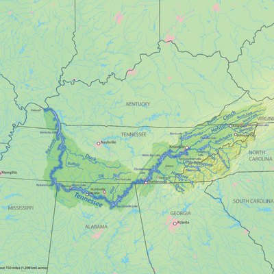 Map showing the Tennessee River with tributaries lakes and cities