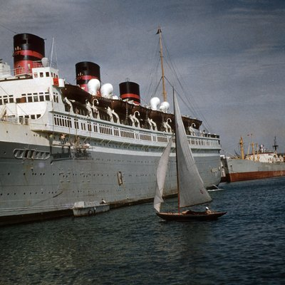 The S.S. Queen of Bermuda in Bermuda harbour, late 1952 or very early 1953 from a slide photo that was developed in January 1953 so could not have been later, or very much earlier as Dad took lots of slides and got film developed every few weeks and was in Bermuda from 1952-1954 the exact date mentioned below 31 Dec 1952 is only a guess but cannot be far off