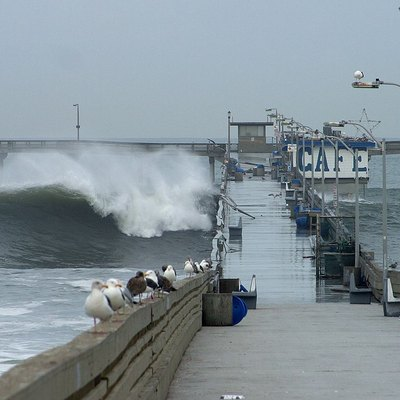 El Nino - 2002-12-21. High tide at the Ocean Beach pier.