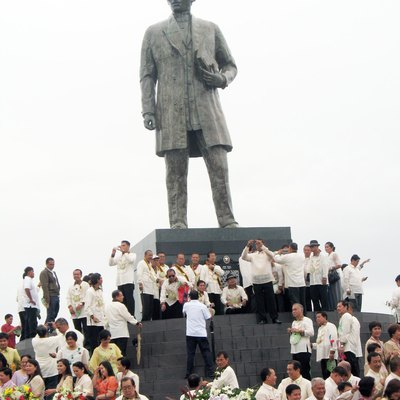 The former tallest Rizal Statue located at Calamba.