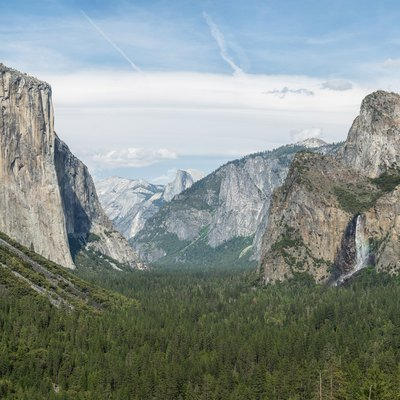 The view of Yosemite Valley from Tunnel View in Yosemite National Park, California, United States.
