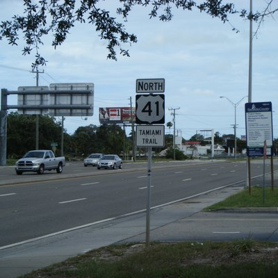Shield for northbound U.S. Route 41 (Tamiami Trail) past the intersection with Florida State Road 72 (Stickney Point Road) in Gulf Gate Estates