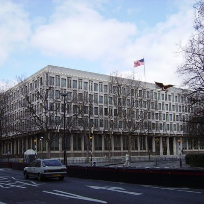 Digital photograph taken by me, Veedar, of the US Embassy in London, on the 9th April 2006.