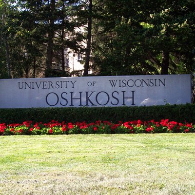 A picture of the welcome sign for the University of Wisconsin-Oshkosh. This image was taken August 24, 2006 by User:Royalbroil