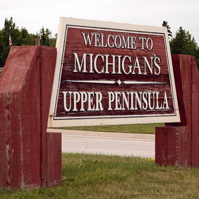 Upper Peninsula welcome plate