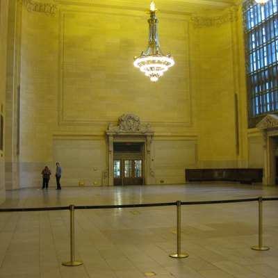 Author: Seduisant Source: Own work. Photo taken 19 May 2011 of Vanderbilt Hall, Grand Central Terminal, New York City.