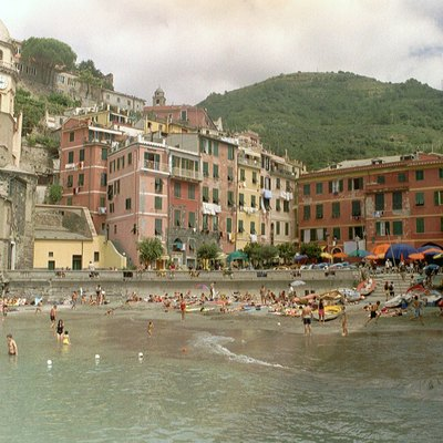 Vernazza, one of the five villages of Cinque Terre, Italy. Photographed by Niels Bosboom in July 2002.