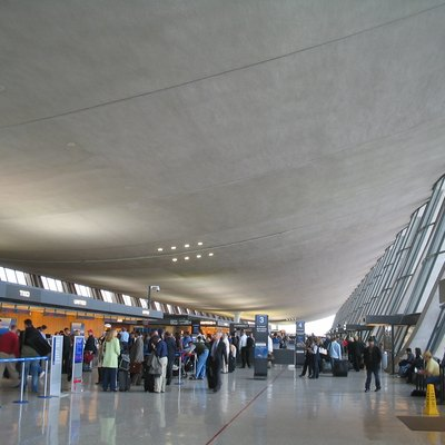 Inside the main terminal of Washington Dulles International Airport. David Benbennick took the picture on Friday, April 22, 2005 at 4:24 PM (local time).