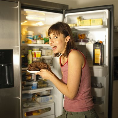 Emphasizing low-sugar foods can help prevent food cravings and weight gain.