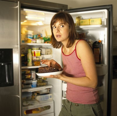 Late-night binges are detrimental when it comes to losing weight.