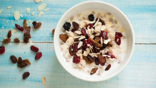 What Is the Difference Between Oatmeal & Irish Oatmeal?