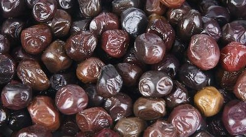 <p>Black olives contain high levels of vitamin E.</p>