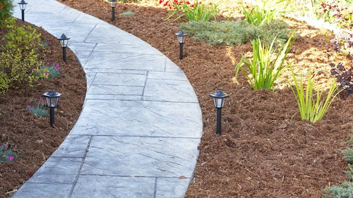 <p>Hardwood and pine bark mulches look good and protect plants.</p>