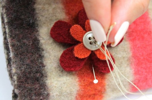 Sew Flowers On Gloves